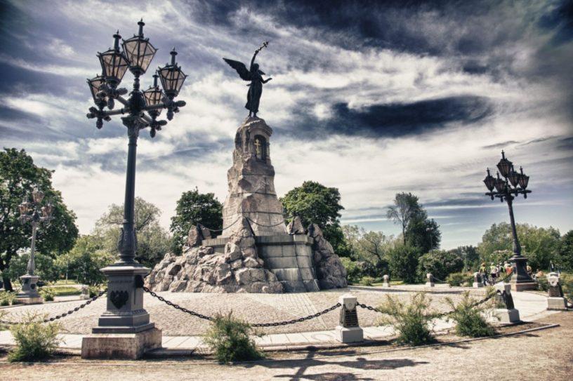 Памятник броненосцу Русалка в Таллинне