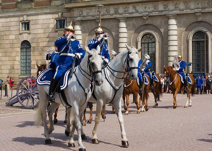 Что посмотреть в Швеции: смена королевского караула