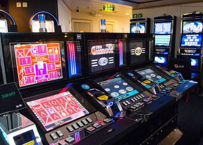 На пароме полно развлечений на все вкусы: казино, лото, игровые автоматы