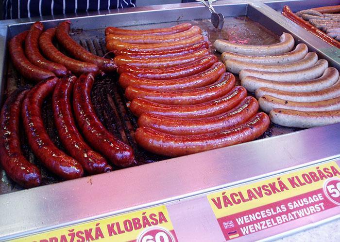 Вкусно перекусить в Праге: сосиски и колбаски
