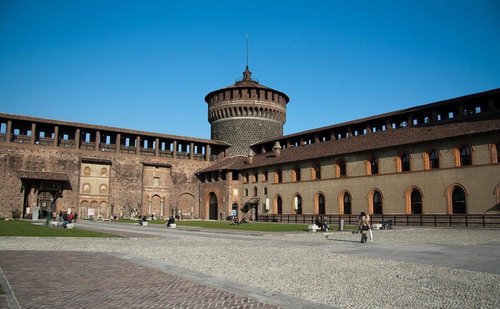 внутренний двор замок Сфорца